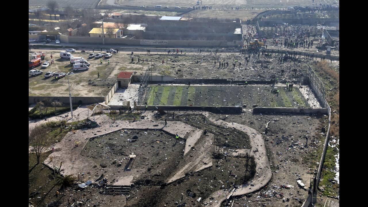 Ουκρανικό Boeing: Είχε πάρει φωτιά ενώ βρισκόταν στον αέρα – Τι λέει η πρώτη έκθεση