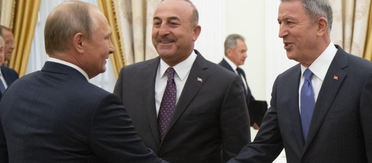 Ακάρ-Τσαβούσογλου στην Μόσχα – «Πιάνουν» τον Χ.Χάφταρ για να αναγνωρίσει το μνημόνιο αρπαγής της ελληνικής υφαλοκρηπίδας
