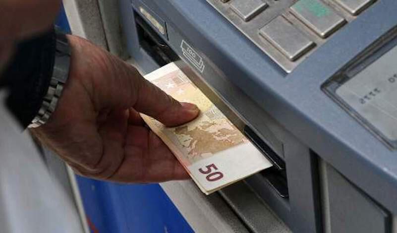 Κατερίνη: Βρήκε στο ΑΤΜ ξεχασμένα χρήματα και τα… τσέπωσε