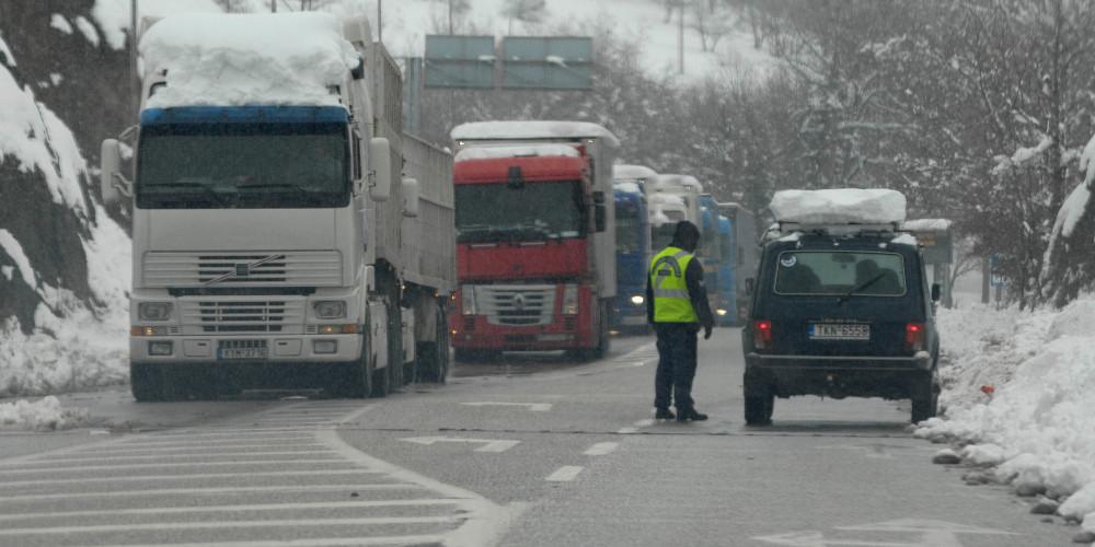 Έρχονται πιο τσουχτερά πρόστιμα και ποινές στον ΚΟΚ για την οδήγηση σε ακραία καιρικά φαινόμενα