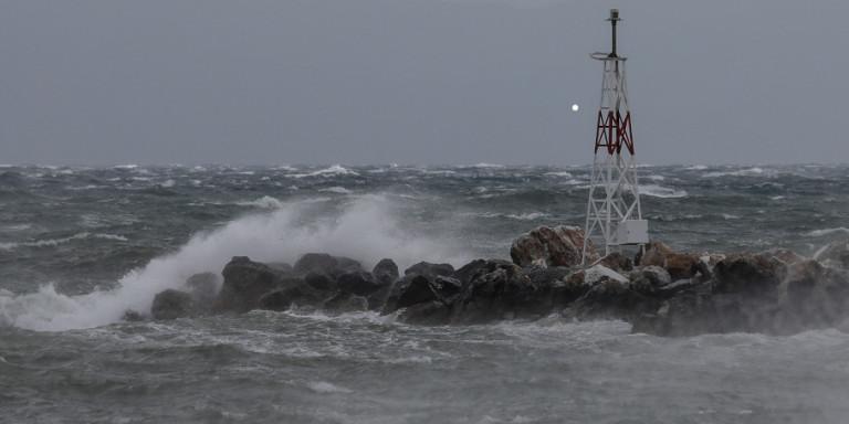 Έκτακτο: Αγνοείται κωπηλάτης στην θαλάσσια περιοχή της Λούτσας