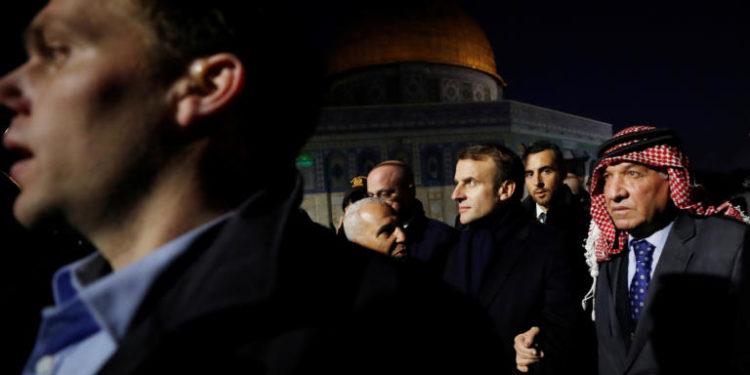 Άστραψε και βρόντηξε ο Μακρόν: Πέταξε έξω ισραηλινούς αστυνομικούς από εκκλησία στην Ιερουσαλήμ!