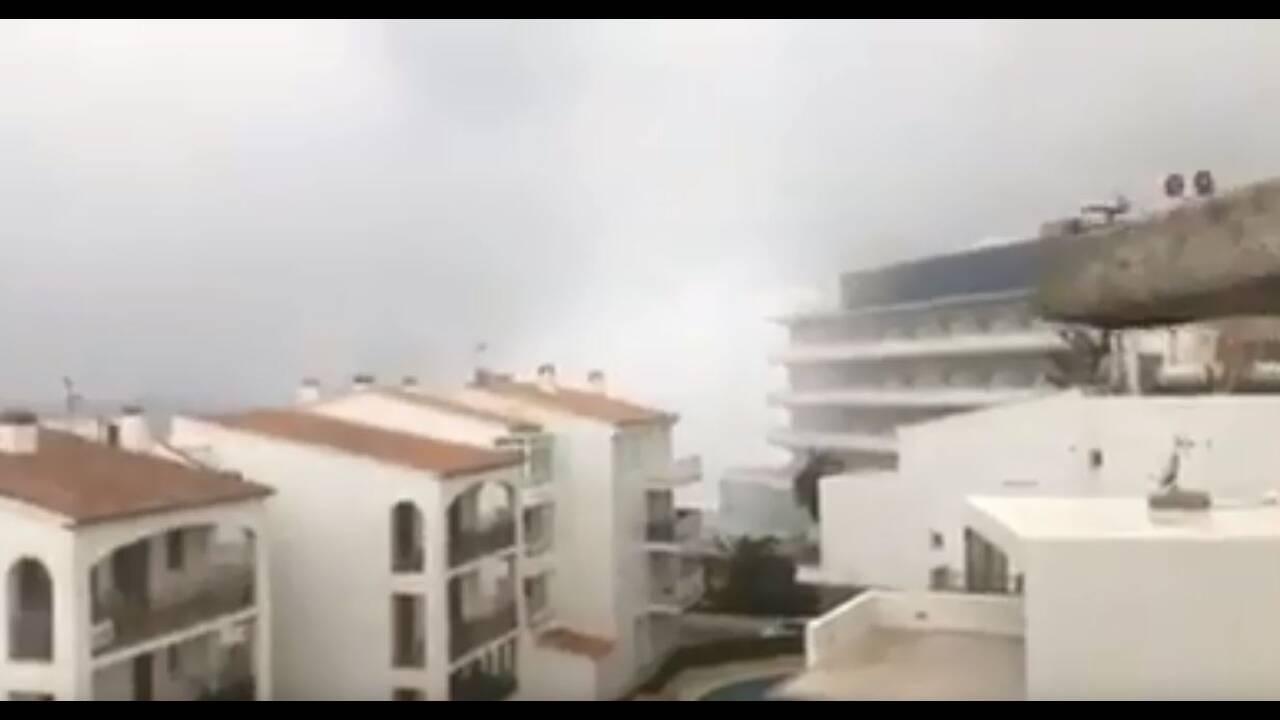Ισπανία: Πελώρια κύματα «καταπίνουν» σπίτια στη Μαγιόρκα