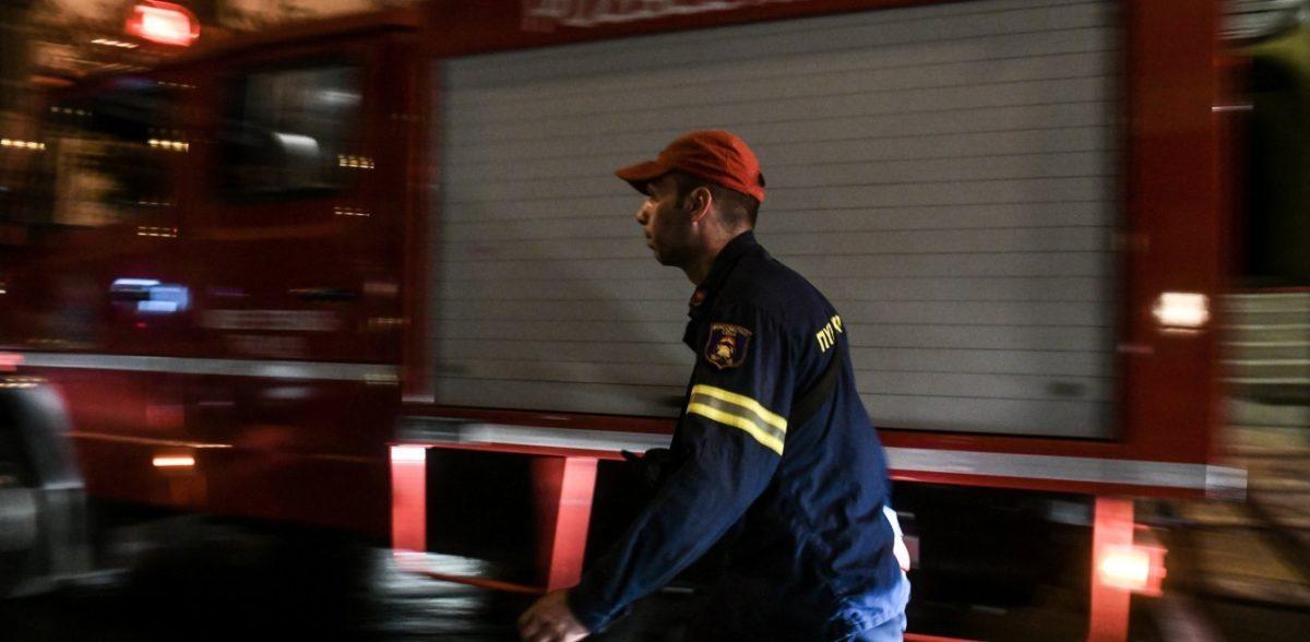Φωτιά σε νταλίκα στην εθνική Αθηνών – Λαμίας – Η κυκλοφορία έχει διακοπεί