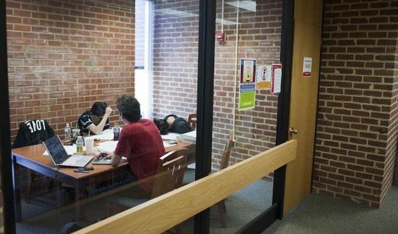 Φοιτητές έκαναν σεξ μέσα στο αναγνωστήριο Πανεπιστημίου! (pic & vid)
