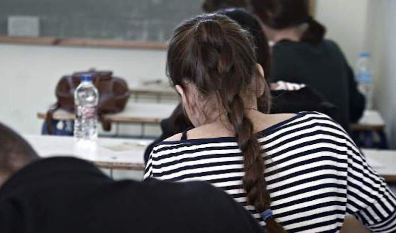 Καθηγήτρια έκανε σεξ με μαθήτριά της