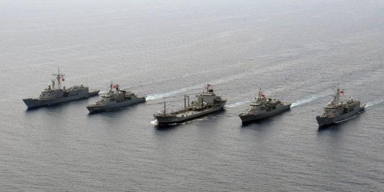 Bloomberg: Κίνδυνος για θερμό επεισόδιο Ελλάδας και Τουρκίας στη Μεσόγειο
