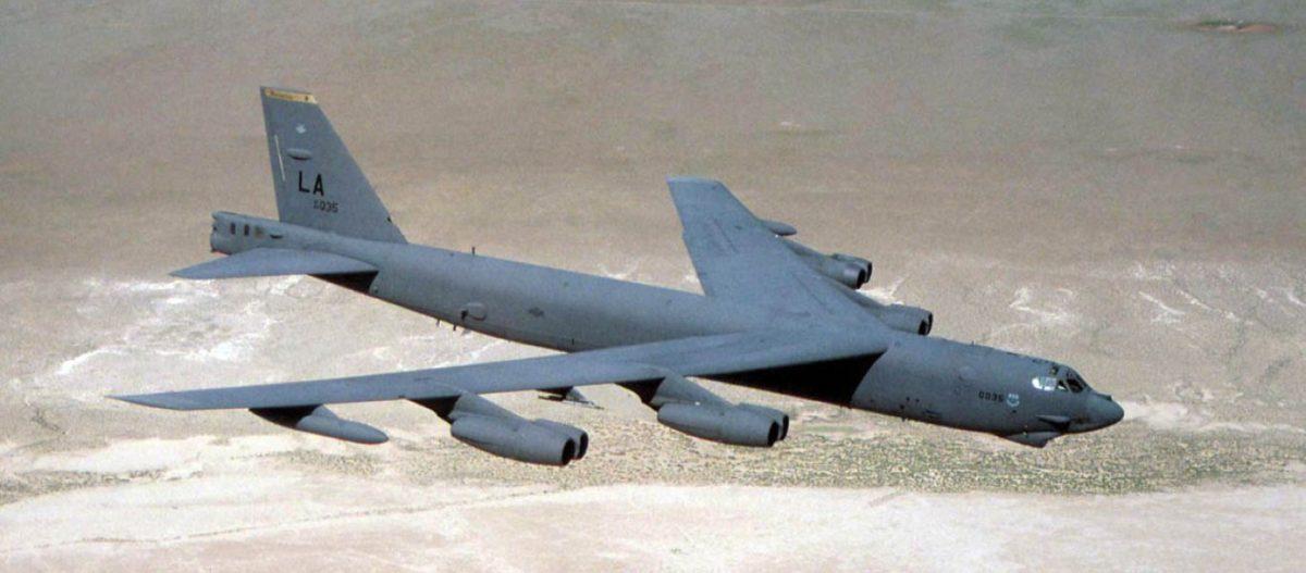 ΕΚΤΑΚΤΟ: Αεροπορικές επιθέσεις με στρατηγικά βομβαρδιστικά B-52Η κατά φιλοϊρανικών οργανώσεων στα σύνορα Ιράκ-Συρίας