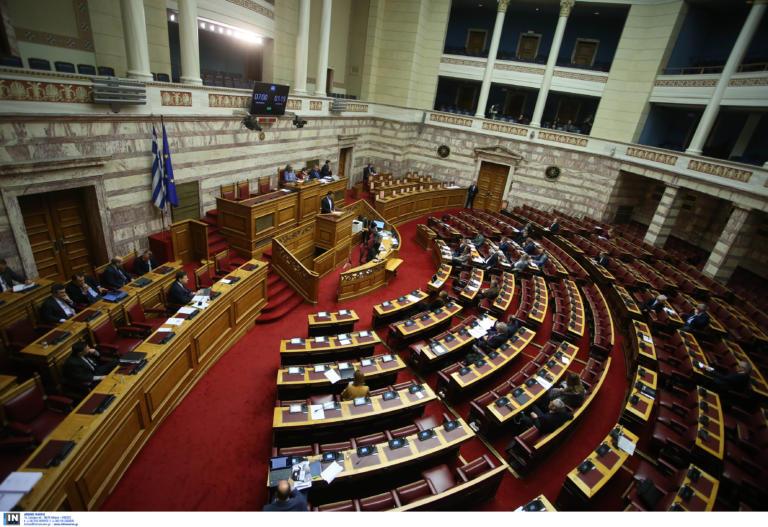 «Αρένα» η Βουλή στην ψήφιση του νομοσχεδίου για τις διαδηλώσεις