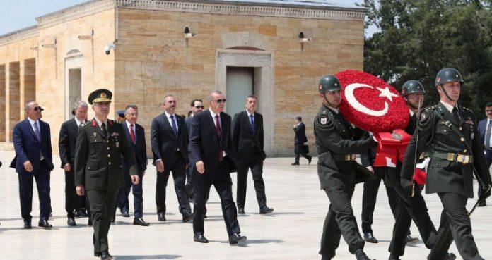 Τούρκος αρθρογράφος: Ο Ερντογάν χρησιμοποιεί τις στρατιωτικές επιχειρήσεις για να συγκαλύψει την οικονομική αποτυχία