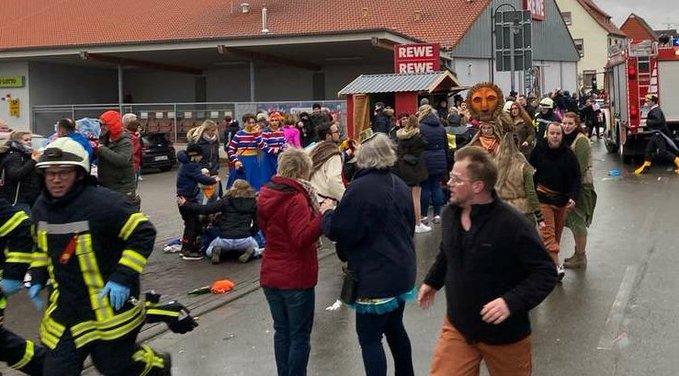 Γερμανία: Αυτοκίνητο έπεσε πάνω σε παρέλαση καρναβαλιστών