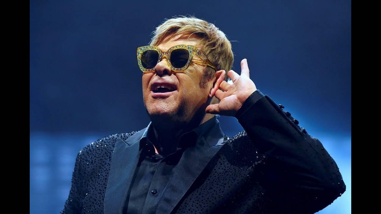 Ο Έλτον Τζον έχασε τη φωνή του στη σκηνή – Διέκοψε τη συναυλία και έφυγε