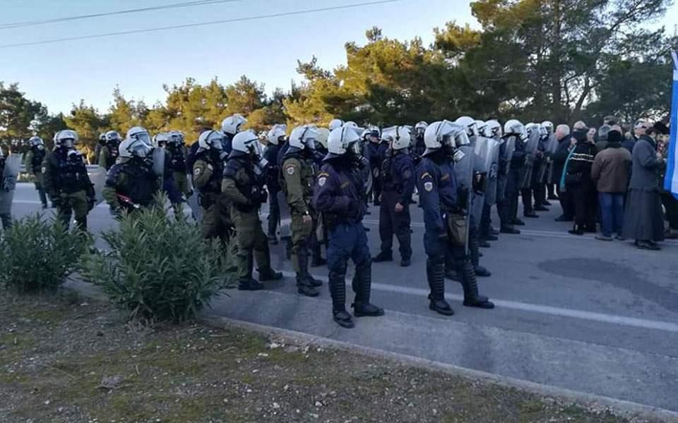 Καταγγελίες ότι αστυνομικοί πυροβόλησαν εναντίον διαδηλωτών στη Λέσβο – Βίντεο