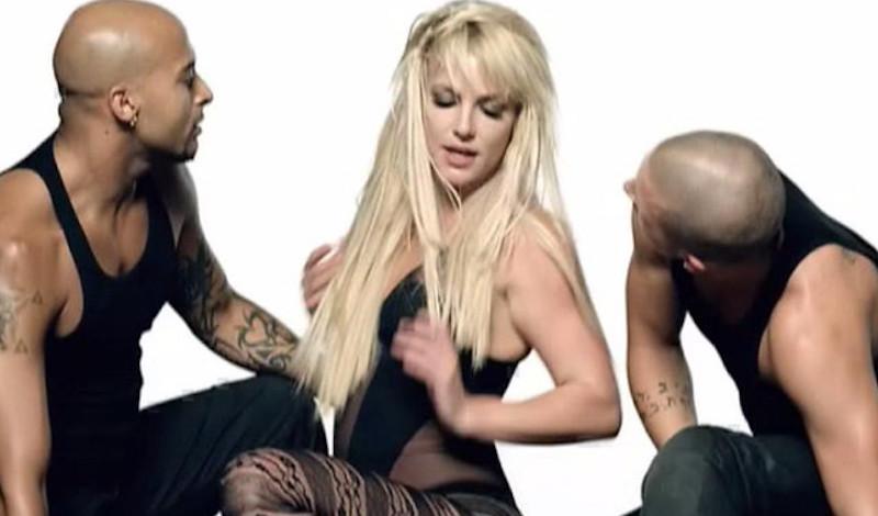 Η σοκαριστική στιγμή που η Britney Spears σπάει το πόδι της ενώ χορεύει