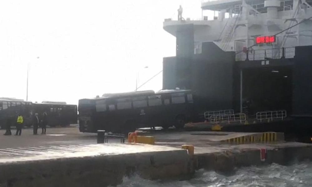 Έφυγαν τα ΜΑΤ από Λέσβο και Χίο μετά τα άγρια επεισόδια – Συνεδριάζει το υπουργικό συμβούλιο (Photos -Video)