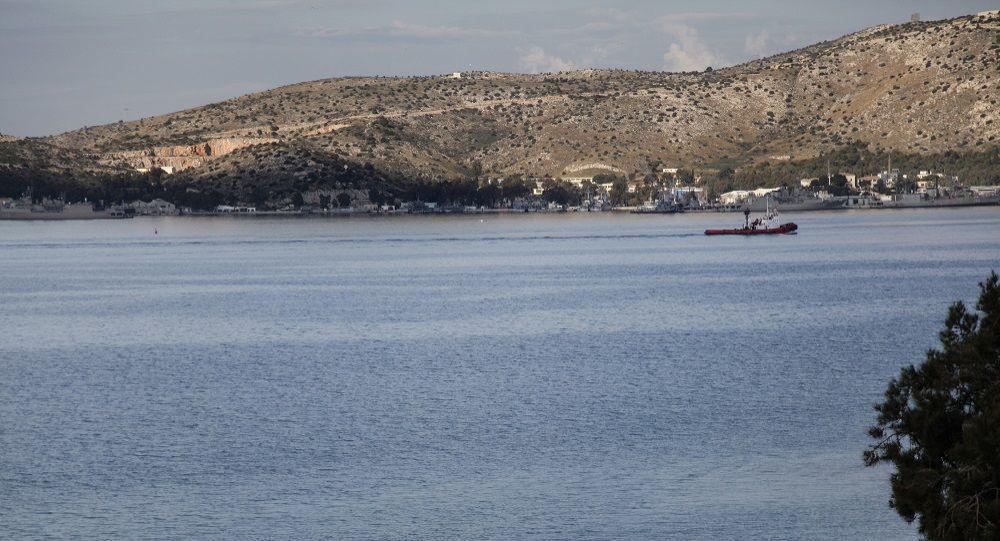 Συναγερμός στο Πέραμα: 15χρονος βούτηξε στη θάλασσα για να μην συλληφθεί