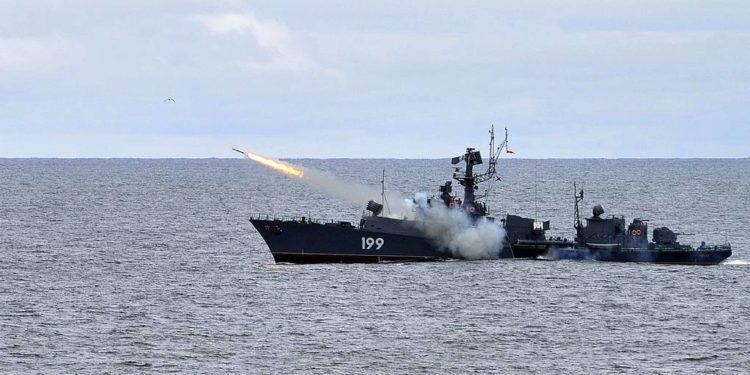 Η Ρωσία στέλνει πολεμικά πλοία με πυραύλους Kalibr στη Συρία και προειδοποιεί