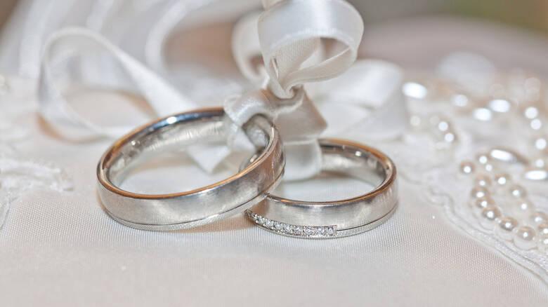 ΑΑΔΕ: Ηλεκτρονικά πλέον γάμοι, σύμφωνα και διαζύγια – Δεν χρειάζεται επίσκεψη στη ΔΟΥ