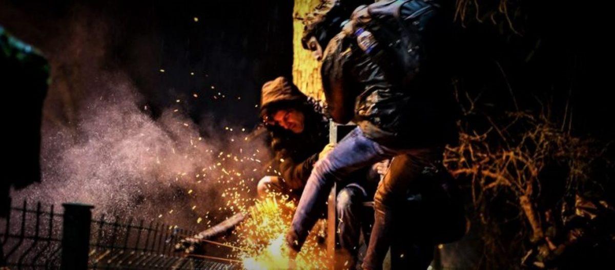 ΕΚΤΑΚΤΟ – «Έσπασε» η άμυνα στον Έβρο – Πέρασαν 400 αλλοδαποί στο ελληνικό έδαφος – Κινείται ο Ελληνικός Στρατός