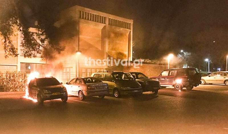 Θεσσαλονίκη: Εμπρησμός αυτοκινήτων του υπουργείου Πολιτισμού (βίντεο&φώτο)