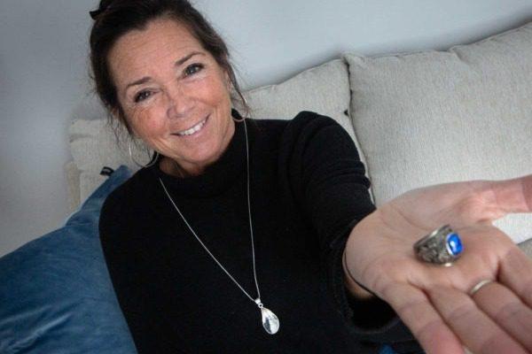 Έχασε το δαχτυλίδι της στις ΗΠΑ και βρέθηκε μετά από 47 χρόνια σε δάσος της Φινλανδίας