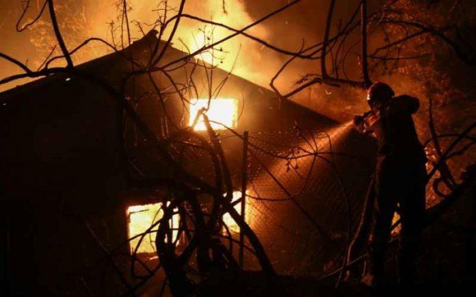 Κρήτη: Άρπαξαν φωτιά ξυλουργείο και μονοκατοικία