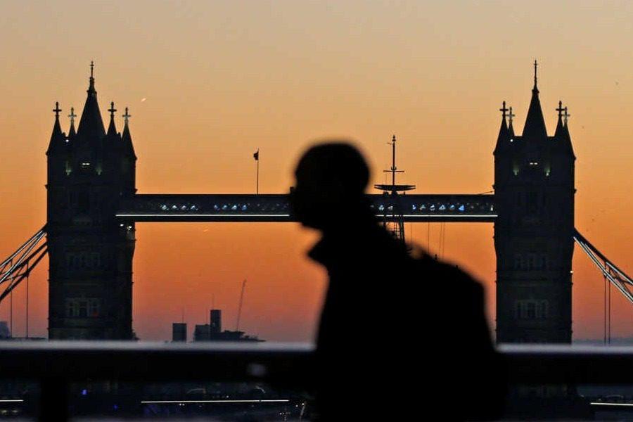 Τέλος το Λονδίνο για όσους δεν ξέρουν αγγλικά