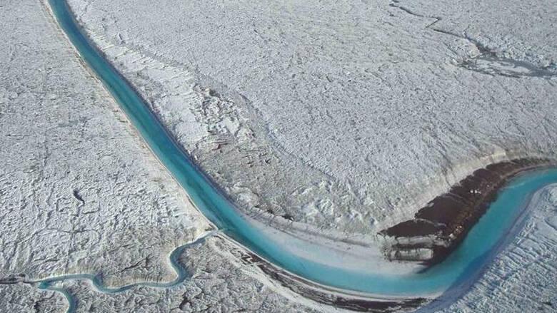 Οι επιστήμονες μόλις ανακάλυψαν μια ακόμη σημαντική αιτία για τον λιώσιμο των πάγων στη Γροιλανδία