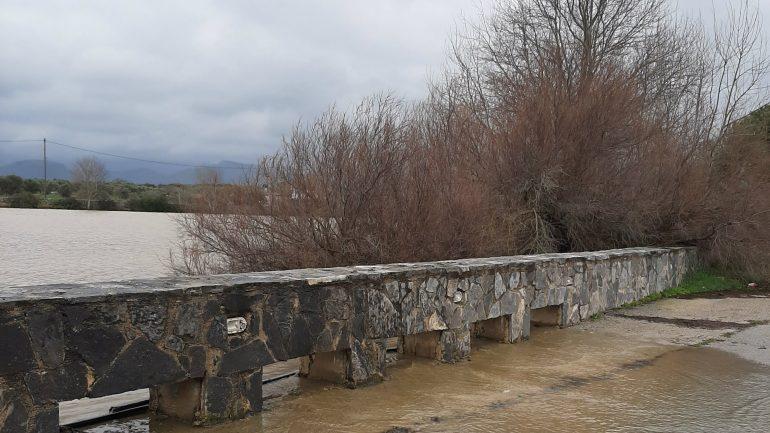 Υπερχείλισε η λίμνη στο Θραψανό