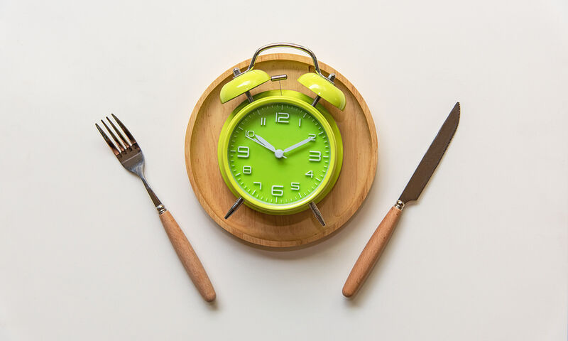 Ποιες ώρες πρέπει να τρώτε για να καίτε περισσότερο λίπος (video)