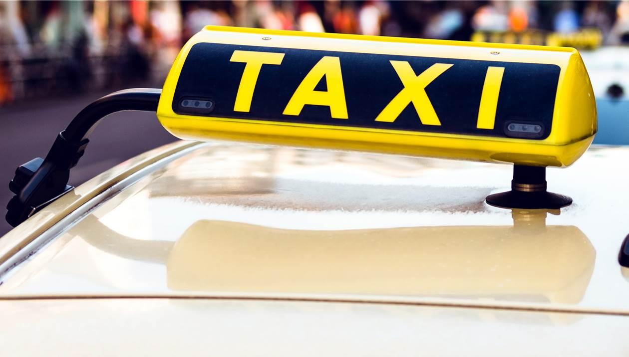 Καταγγέλλουν οδηγό ταξί: Πήγε να… «πατήσει» εργαζόμενο στην καθαριότητα