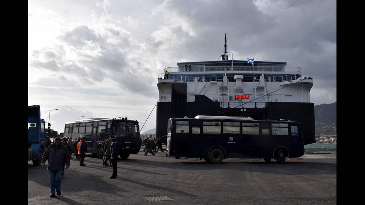 Προσφυγικό: Καρέ – καρέ η αναχώρηση των ΜΑΤ από τη Μυτιλήνη (συνέντευξη ακροατή μας από την Χίο)