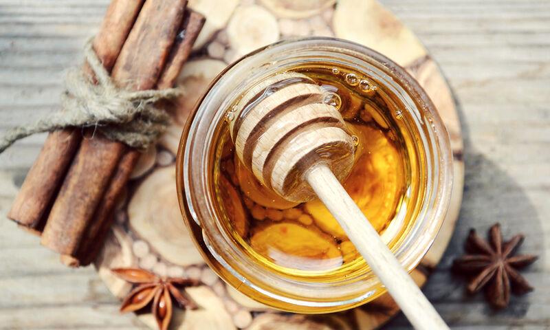 Μέλι και κανέλα: Ένας συνδυασμός με εκπληκτικά οφέλη για την υγεία (βίντεο)