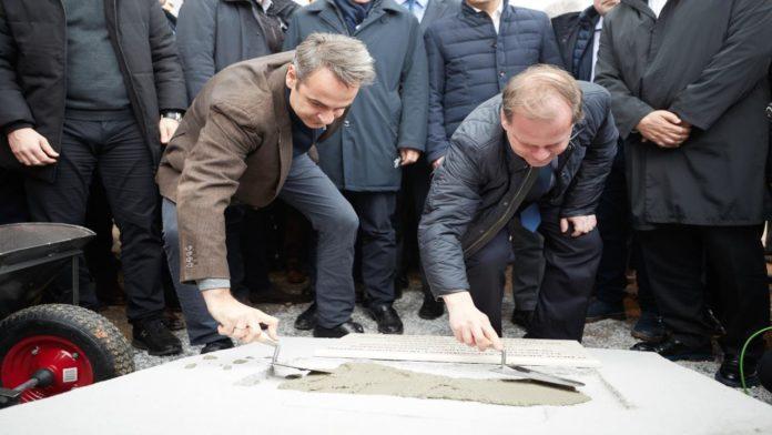 Χρήστος Σπίρτζης: H μόνη μαρμάρινη πλάκα με τα ονόματα Μητσοτάκη, Καραμανλή είναι η ταφόπλακα των έργων