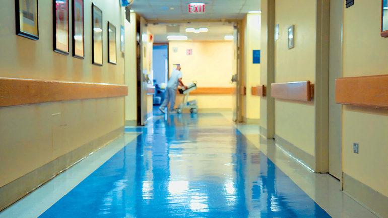 Στο νοσοκομείο νεαρός μετά από τροχαίο