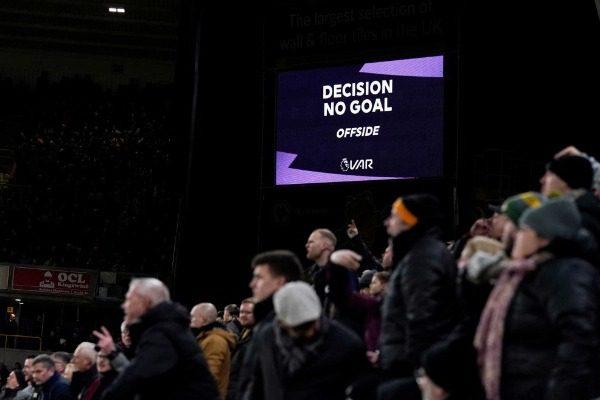 UEFA: Πρόταση «βόμβα» για το οφσάιντ!