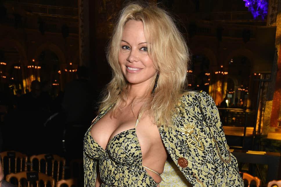 Η Pamela Anderson δεν παντρεύτηκε πότε νόμιμα με τον σύζυγό της! Έτσι την χώρισε ο Jon Peters