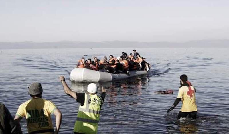 Σε 24 ώρες έφτασαν πάνω από 300 πρόσφυγες και μετανάστες σε ελληνικά νησιά