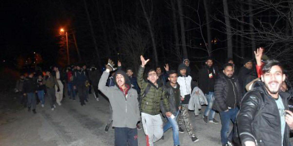 Ο Ερντογάν «τράβηξε τη σκανδάλη»: Χιλιάδες πρόσφυγες κατευθύνονται προς Ελλάδα (vid)
