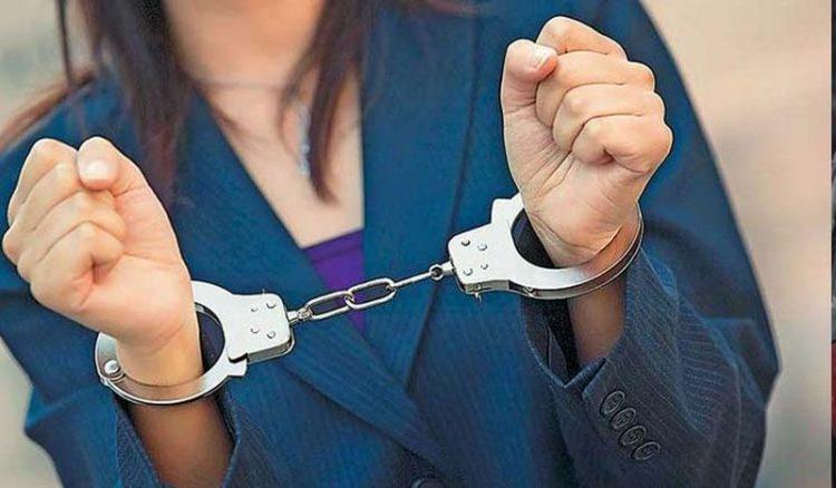 Χειροπέδες σε 40χρονη και 43χρονο για κλοπές και ναρκωτικά στο Ηράκλειο