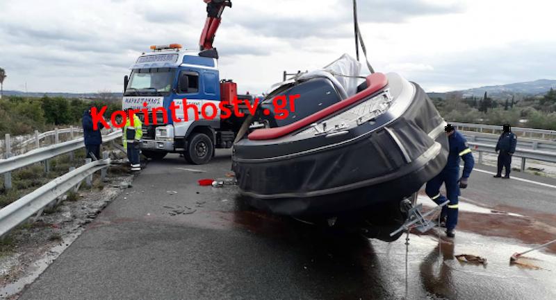 Τρομερό ατύχημα: Σκάφος αποκολλήθηκε από τρέιλερ σε εν κινήσει αυτοκίνητο (pics)