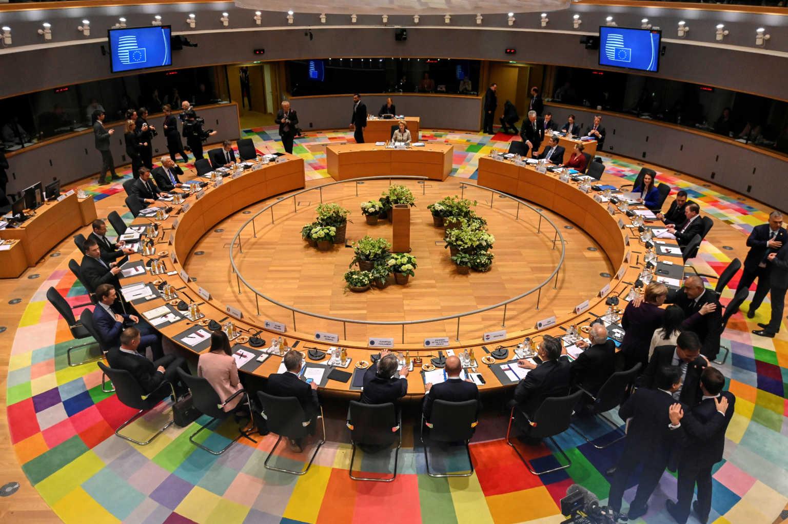 ΕΕ: Συμφώνησαν ότι… διαφωνούν σε 20 λεπτά για τον προϋπολογισμό του ενός τρισ. ευρώ!