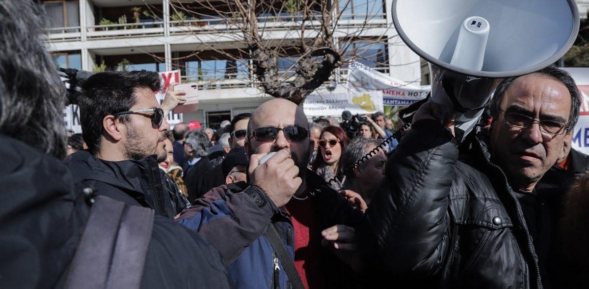 Έδιωξαν Κασιδιάρη – Λαγό από την συγκέντρωση των νησιωτών – «Έξω οι φασίστες»