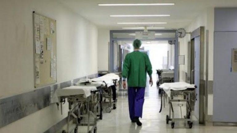 Eξαπατούσε κόσμο, παρίστανε τη γιατρό στο νοσοκομείο