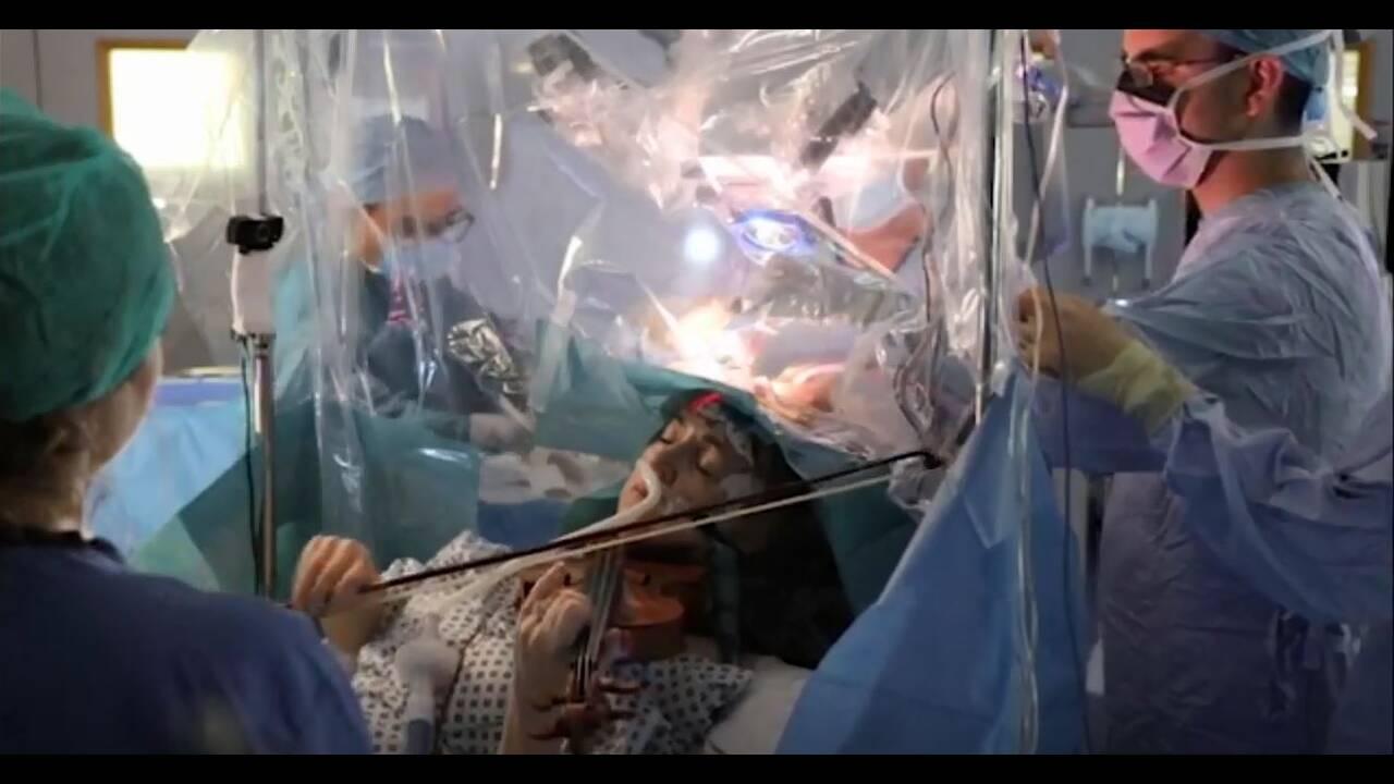 Απίστευτο: Ασθενής παίζει βιολί την ώρα που χειρουργείται στον εγκέφαλο