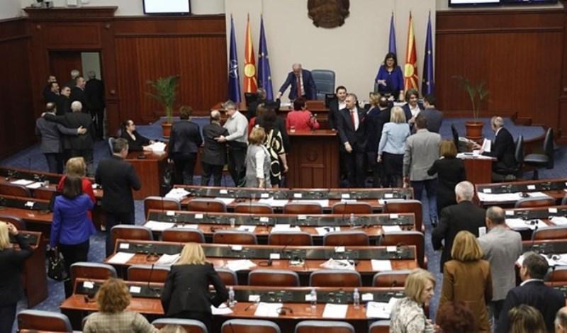 Διαλύθηκε η Βουλή των Σκοπίων! Πάνε για τις πρόωρες βουλευτικές εκλογές