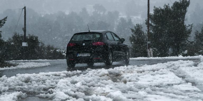 Νέο κύμα κακοκαιρίας στην Αττική -Χιονίζει σε Πάρνηθα, Πεντέλη και Μαλακάσα