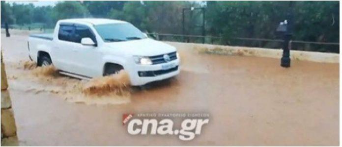 Σε «ποτάμια» μετατράπηκαν οι δρόμοι σε περιοχή της Κρήτης – Απίστευτο βίντεο… (pic+vid)