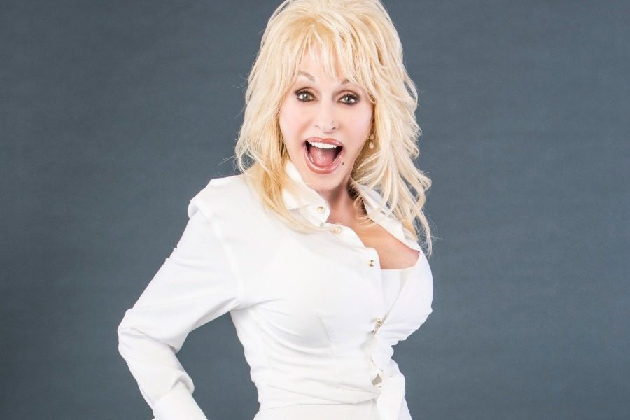 Dolly Parton: Στα 75 της θέλει να φωτογραφηθεί ξανά για το Playboy