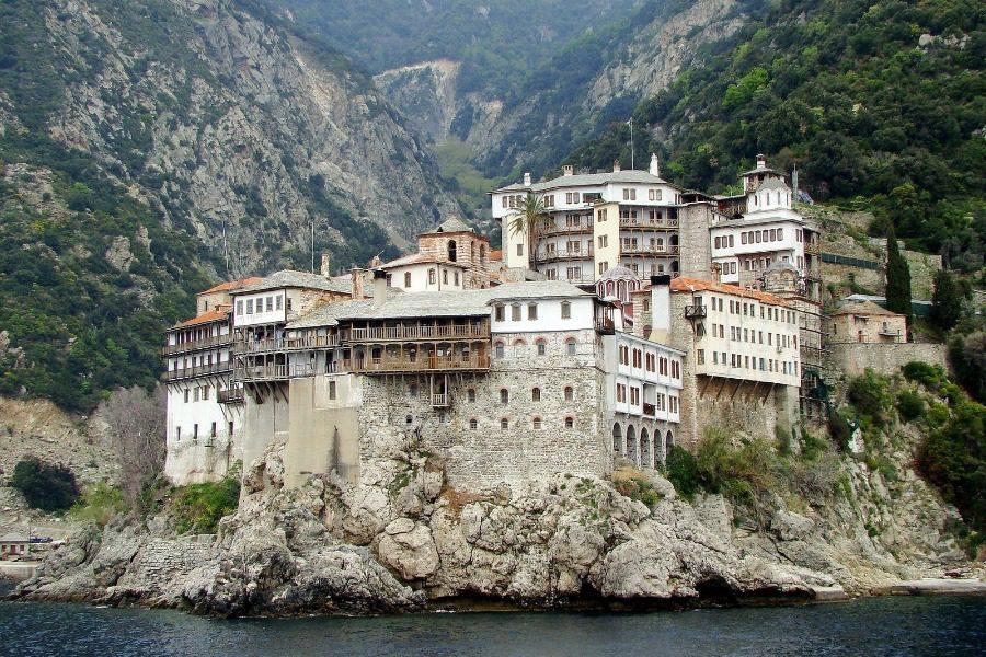 Αγιο Όρος: Μοναχός βρέθηκε θετικός στον κορωνοϊό ‑ Νοσηλεύεται στο ΑΧΕΠΑ